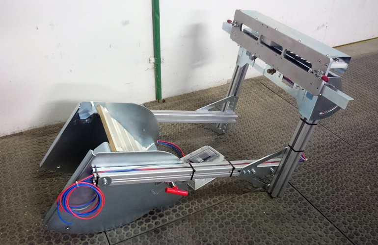 fixture with electric movement for testing robotic MIG welding machines
