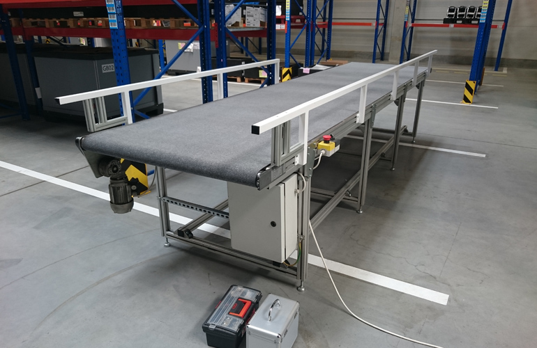 textile belt conveyor with a stop sensor